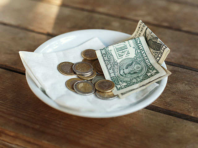 When and how much to tip: A complete guide for all situations
