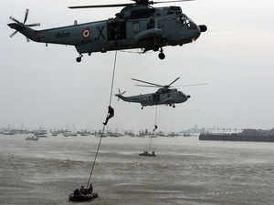 Indian fleet draw appreciation on Navy Day