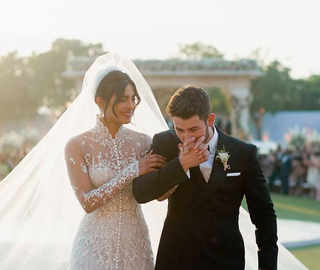 Priyanka-Nick unveil dreamy wedding pictures; B-town celebs congratulate the couple