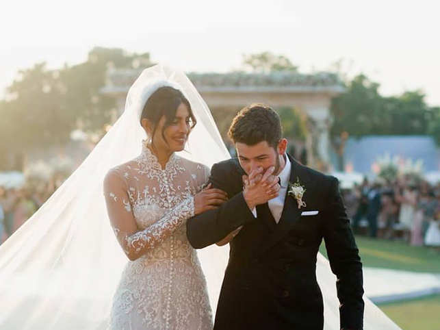 priyanka nick unveil dreamy wedding pictures b town celebs congratulate the