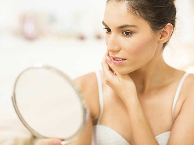 beauty,-woman-looking-in-the-mirror_getty_640x480