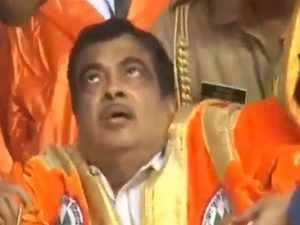 Nitin Gadkari fainted on stage at Ahmednagar event