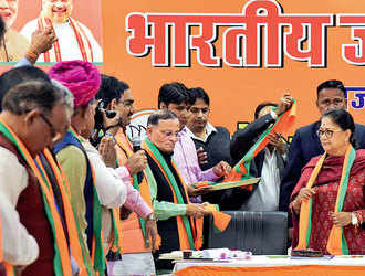 Team Vasundhara Raje goes into huddle amid adverse exit polls