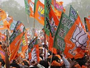 Chhattisgarh polls: Raman Singh leads, five ministers trail