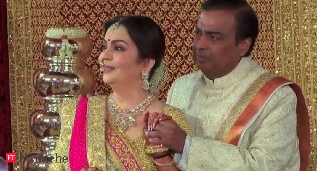 Ambanis emotional as Lata Mangeshkar's rendition of 'Gayatri Mantra' plays  at daughter Isha's wedding