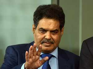 Sebi chief cautions investment bankers on IPO pricing