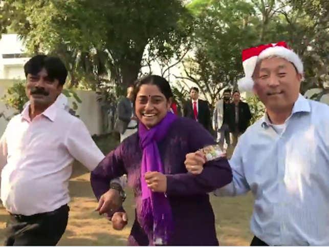 When diplomats & staff at US Embassy, New Delhi shook a leg to wish