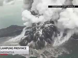 Indonesia: Tsunami set off by volcanic eruption leaves beach towns devestated