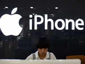 Apple slashes revenue guidance, cites poor iPhone sales in China