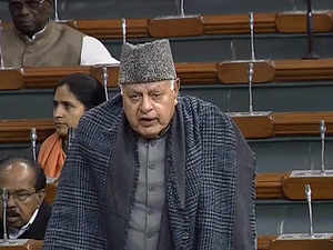 Centre can take up Kashmir issue with Hurriyat: Abdullah
