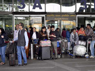Airlines drop fares to attract Indian flyers