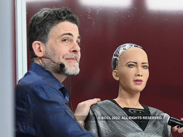 ​David Hanson Jr​ with his humanoid Sophia ​(R)