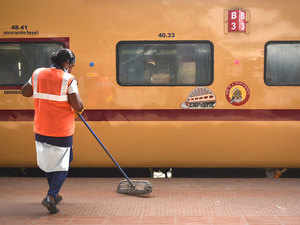 Railways fails on job front, reveals an RTI reply