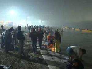 Kumbh Mela: Thousands take holy dip in Triveni Sangam on occasion of Paush Purnima