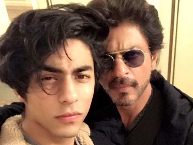 Aryan Khan and Shah Rukh Khan (R)