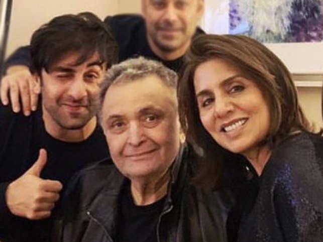 (L-R) Ranbir Kapoor, Rishi Kapoor and Neetu Kapoor