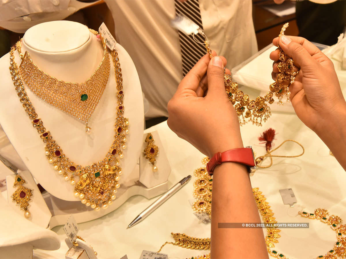 Gems & jewellery sector seeks cut in gold import duty to 4