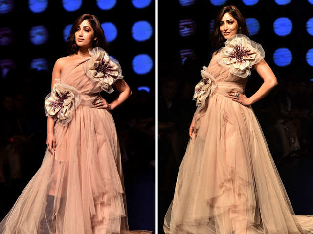 Lakme Fashion Week 2019 Bebo Kjo Pv Sindhu Set The Ramp On Fire An Evening Of Fashion The Economic Times