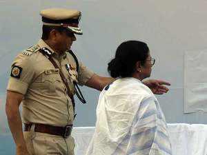 Saradha scam probe: SC directs Kolkata Police Commissioner to appear before CBI