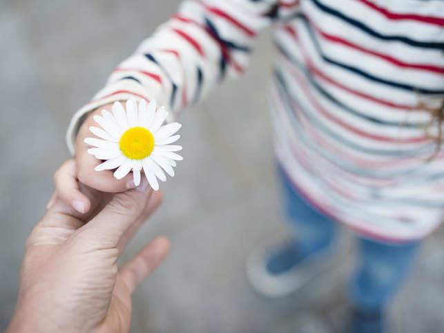 kindness-parent-child-flowe