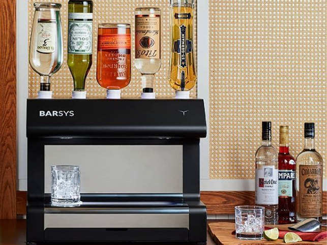 At 1050 Now A Robot Bartender Will Make 2 000 Types Of Cocktails