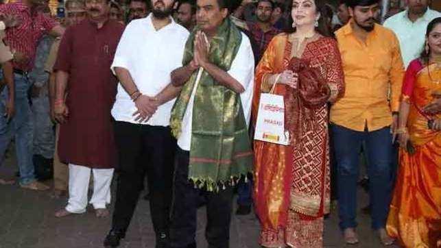 Ambani family visits Siddhivinayak, offer son Akash's wedding card
