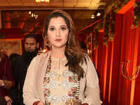 Pulwama: Sania Mirza slams trolls, asks people to 'pray for peace instead of spreading more hate'
