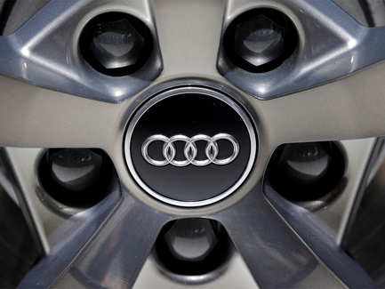 Never skip a traffic signal again: Audi will tell you when to avoid the red light