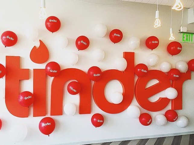Tinder S New Feature Will Help You Enjoy Spring Break With A Partner