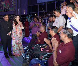 Nita, Mukesh Ambani host musical fountain show for 7K members of armed forces, Mumbai Police