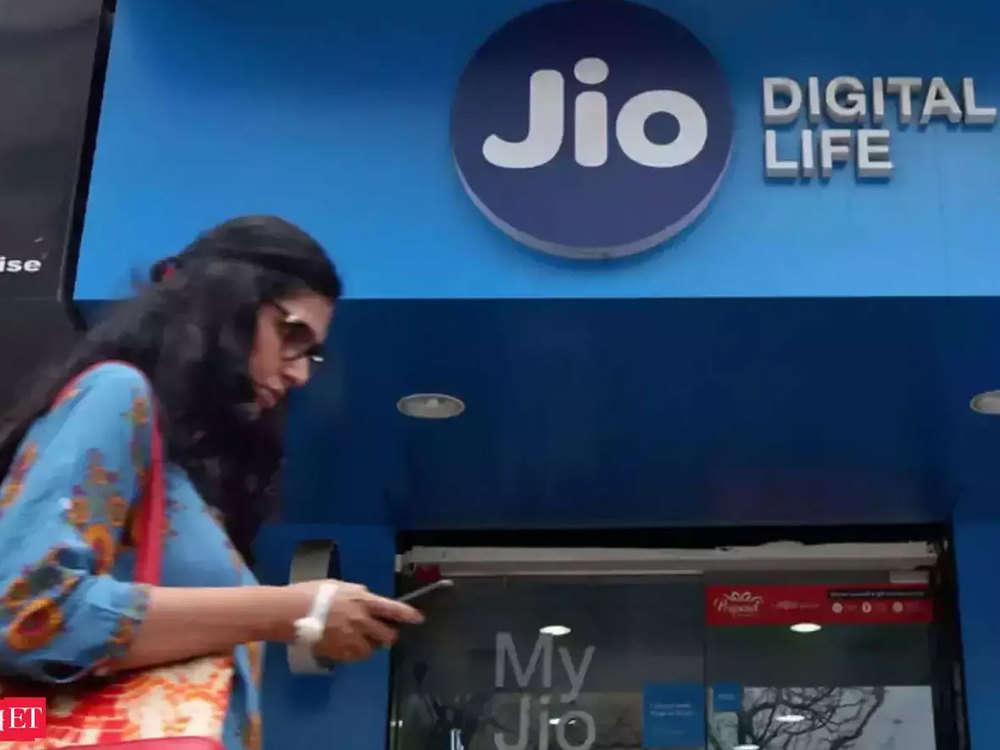 Jio tops 4G chart with 20.9 mbps download speed in Feb, Vodafone in upload: Trai