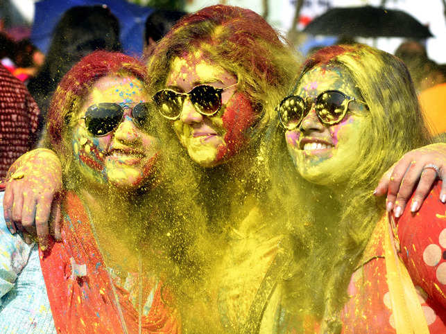 Capture all the fun this Holi: Cameras in iPhone XS, XS Max click the best pictures