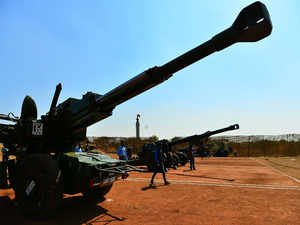 Indian Army: Army to get first batch of Dhanush artillery guns