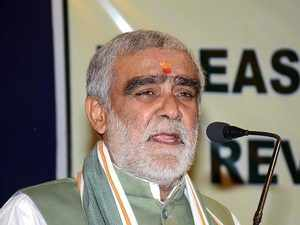 Bihar: Ashwini Choubey misbehaves with official after alleged violation of  MCC in Buxar