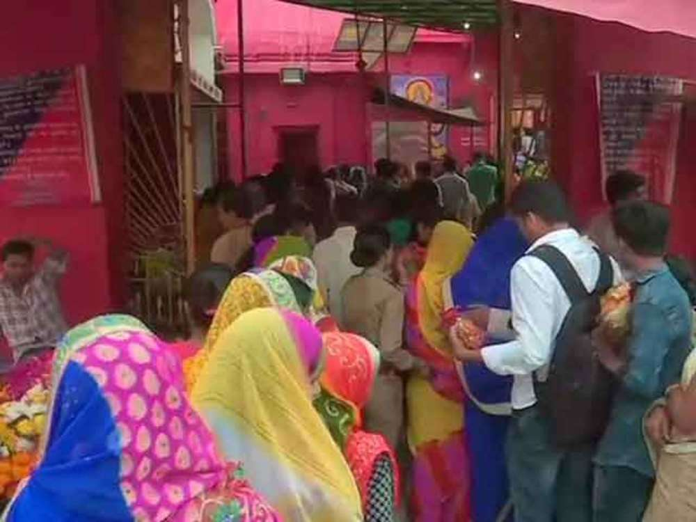 Delhi: Devotees throng temples on first day of Chaitra Navratri