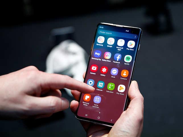 Secure or not? User unlocks Samsung Galaxy S10 with 3D fingerprint