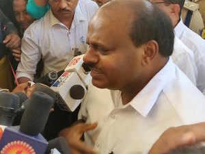 Modi shines because of make-up, taunts Karnataka CM