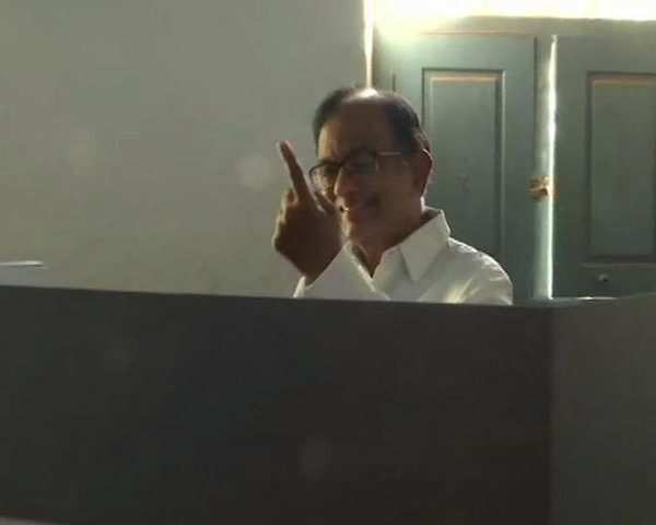 Phase 2 Lok Sabha polls: P Chidambaram, his family cast their votes in  Tamil Nadu's Sivaganga