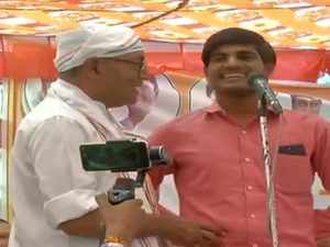 Youth does 'surgical strike' on Digvijaya at rally when asked about Rs 15 lakh