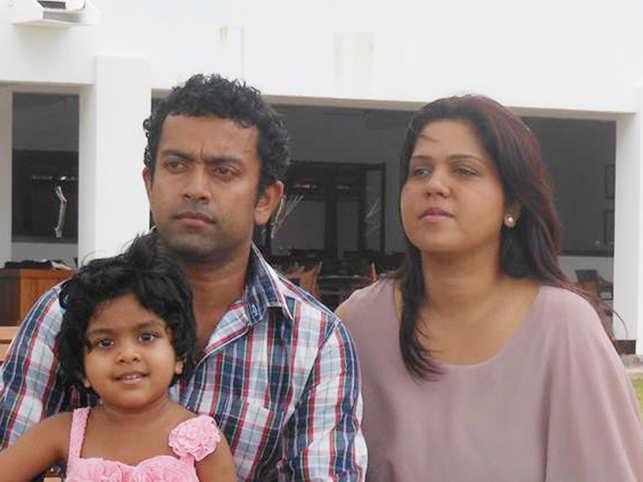 Sudesh Kolonne (L), Manik Suriaaratchi (R) and their 10-year-old daughter Alexendria