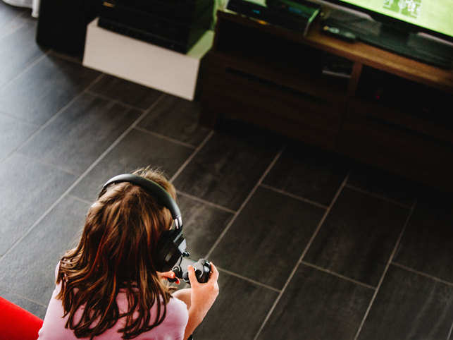 video-game-play-child-girl-