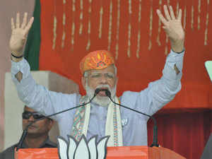 Those close to Congress hit as home prices fell after note ban: PM Narendra Modi