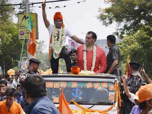 Wrestler Khali campaigns for BJP nominee, draws huge crowds