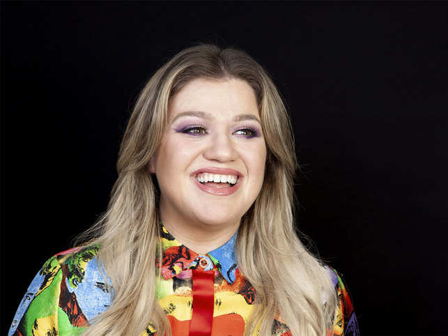 kelly clarkson billboard music awards 2020