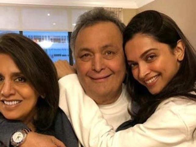 (L-R) Neetu Kapoor, Rishi Kapoor and Deepika Padukone
