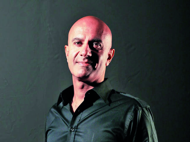 Author Robin Sharma spends his flight hours binge-watching films