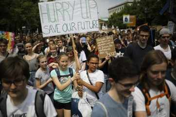 Youths rally in climate protest before EU vote