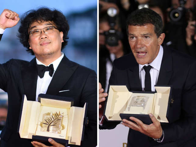 'Parasite' director Bong Joon-ho and Antonio Banderas with their awards.
