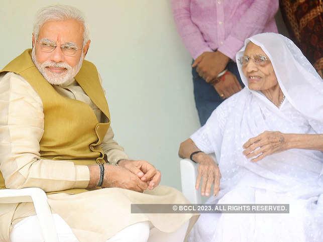 Heeraben Modi (R) saw her son's swearing-in ceremony on TV.