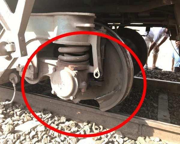 Maharashtra: Train halted after wheel damage, mishap averted in Manmad